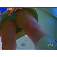 生キャン7 美白キャンギャルの、白い足に輝くグリーン生P