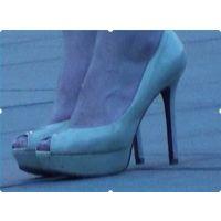 【ヒール】待ち合わせ中の美女の足首