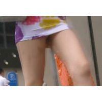 ギャルギャルの内腿から見える神秘!!