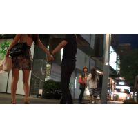 【ミニスカ】旦那とむらむらしながら歩いているミニスカ女のふともも