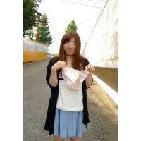 ◆素人投稿動画 美乳でナイスバディの●女 優奈(18歳) エロいです!file01 路●でパンツ脱ぎ!マン汁つきパンティ!◆本編