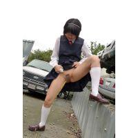 ◆素人投稿動画 黒髪ショートのオタク女子 ひな(18歳) ロ●ロ●です! file04 空き●でマッパに!野外放尿!◆本編目線無