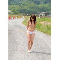 ◆素人投稿動画 アイドル志望の上玉 愛美(18歳) 可愛いです!file02 ●園で全裸にさせました!下着散歩&野外で全裸!◆本