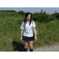 ◆素人投稿動画 巨乳でパイパンのアニオタ●女なぎさ(18歳)可愛いです!file01a はち切れそうな制服でパンチラ&パンモロ!