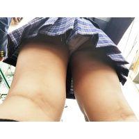 [002]●学校周辺で暇そうにブラブラしてたミニスカ制服ちゃん、粘着パンチラ