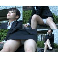 【OLミニスカリクスーパンチラ動画2】美脚生脚パンプスで脚指蒸れ蒸れ!