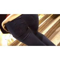 【フルHD動画】02 私服OL股間に張り付くジーパン