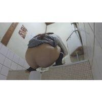 【流出】飲食店個室トイレに仕掛けられたらしいカメラに映ってる映像
