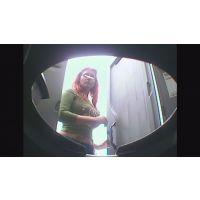【USAトイレ盗撮】アメコミに出てきそうなカラダしたUSA美女の下痢便盗撮