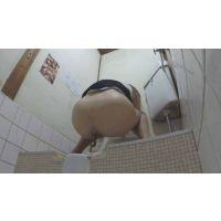 【流出】ギャル風OLの脱糞!飲食店個室トイレに仕掛けられたらしいカメラに映ってる映像