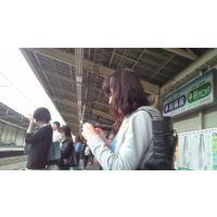 【素人逆さ撮り】駅でパンツ丸見え女子02