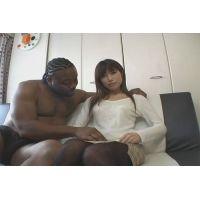 清楚なスレンダー美人妻が黒人と初SEX!