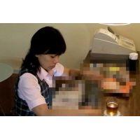 ◆カフェでくつろいでいる女の子のパンチラ盗撮 32