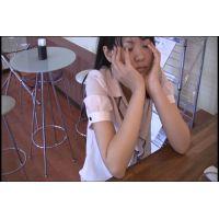 ◆カフェでくつろいでいる女の子のパンチラ盗撮 03