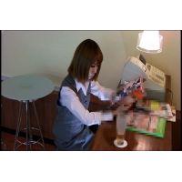 ◆カフェでくつろいでいる女の子のパンチラ盗撮 18