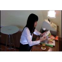 ◆カフェでくつろいでいる女の子のパンチラ盗撮 21