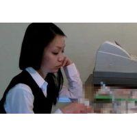◆カフェでくつろいでいる女の子のパンチラ盗撮 52