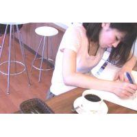 ◆カフェでくつろいでいる女の子のパンチラ盗撮 04