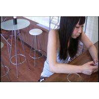 ◆カフェでくつろいでいる女の子のパンチラ盗撮 08