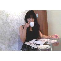 ◆無防備にカフェでまったりとくつろぐ女性客のパンチラ盗撮 03