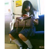 電車対面 学生風