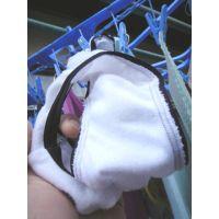【悪戯】友達の妹は最高に可愛い...しかもパンティー見てみたら白の綿パンバックプリント!!