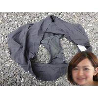【悪戯】同僚の可愛い奥さんが履いていた黒いパンティーのクロッチは薄っすらと汚れてた...