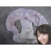 【悪戯】大学の可愛い先輩が履いていたピンクのパンティーは薄っすらと汚れてた...