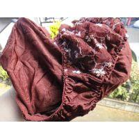 【悪戯】洗濯物を干す姿をオカズにしている近所の奥さんの茶色の紐パン...