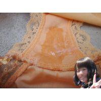 【悪戯】同じサークルで一番可愛い後輩が合宿中に脱衣場で脱いだばかりのパンティーは物凄く汚れてた...