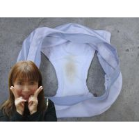 【悪戯】同僚の明るい奥さんは可愛いキャラクターの綿パンティーのクロッチにしっかりと黄色いシミが...