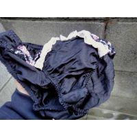 【悪戯】同級生は可愛い顔にピッタリの黒い可愛いパンティーだった!!