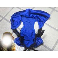 【悪戯】友達のお姉ちゃんが履いてたのはブルーのギャルっぽいパンティーだった...