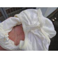 【悪戯】バイト先に入ったばっかりの新人女のコはド真面目な綿パンティー