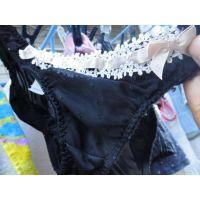 【悪戯】知り合いの近所の美人ヤンママは可愛い小さめ黒いパンティーだった...