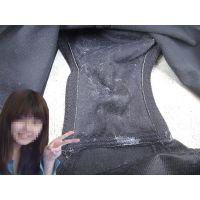 【悪戯】サークルの可愛い後輩が履いていた黒いパンティーはバッチリ汚れてた...