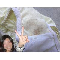 【悪戯】友達の奥さんが履いていた黄色いパンティーは茶色く汚れてる...