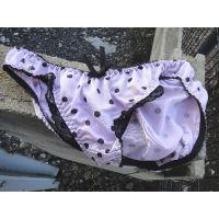 【悪戯】クラスでも人気者の可愛い後輩は水玉模様の可愛い紫色パンティーだった...