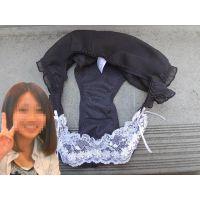 【悪戯】可愛い友達の彼女が一緒に行った旅行先で履いていた黒いパンティーは薄っすら汚れてた...
