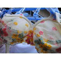 【悪戯】友達の妹可愛い花の刺繍ブラジャー