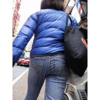 ママのむっちり大きなジーンズ尻