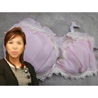 【悪戯】僕に厳しい美形上司が身に着けていたのは可愛らしいピンクのDカップブラジャーだった...