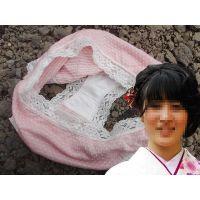 【悪戯】友達の彼女が成人式で履いていたピンクのパンティーは汚れてた