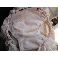 【悪戯】近所のキレイなお姉さんが履いているパンティーはやっぱりキレイ...だと思っていたら汚れてnた!!