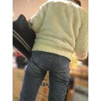 奥さんのロングガードルに包まれたジーンズ尻