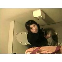 上からトイレ撮影 バレたときの驚き顔は必見!