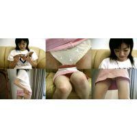 JK妹の白いパンティーを撮りました。