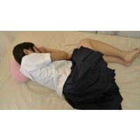 【個人撮影】眠っている妹のスカートをめくってみた【制服・下着】