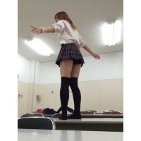 【JK校内風景動画�】ノリノリ教室チラダンス