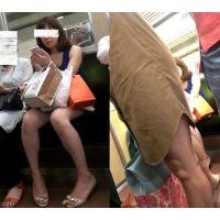 【動画】電車内の生脚・・・